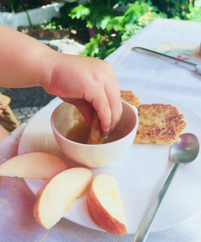 Panquecas de batata com puré de maçã