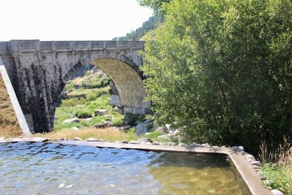 praia fluvial de loriga - ponte romana