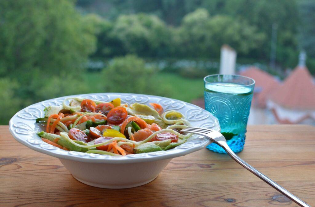salada de courgete e cenoura em espiraisc