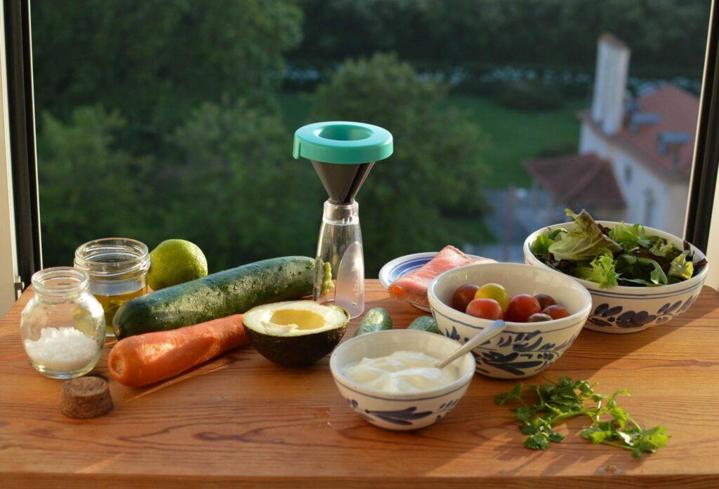 salada de courgete e cenoura em espirais