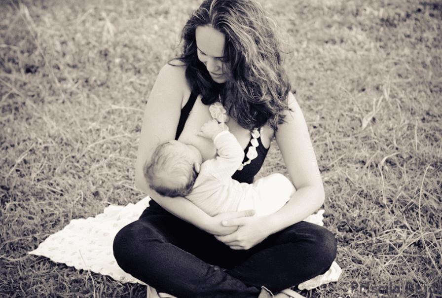SOS amamentação - bebe a ser amamentado