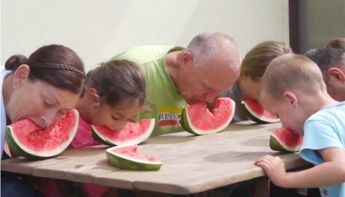 comer sem mãos jogos para crianças