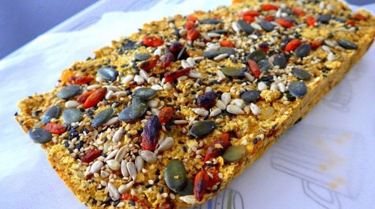 pão de aveia, sementes e frutos secos