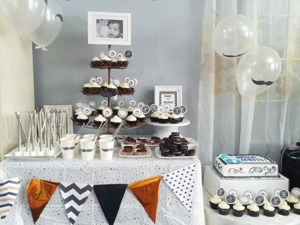 festa de aniversário de um ano preto e branco