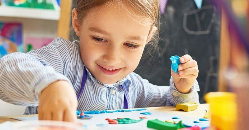Galinha Ruiva – atelier infantil de modelagem