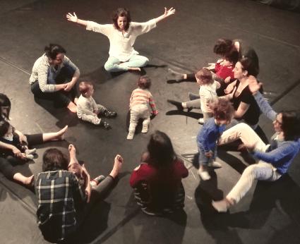 Uma dança para mães, pais e bebés