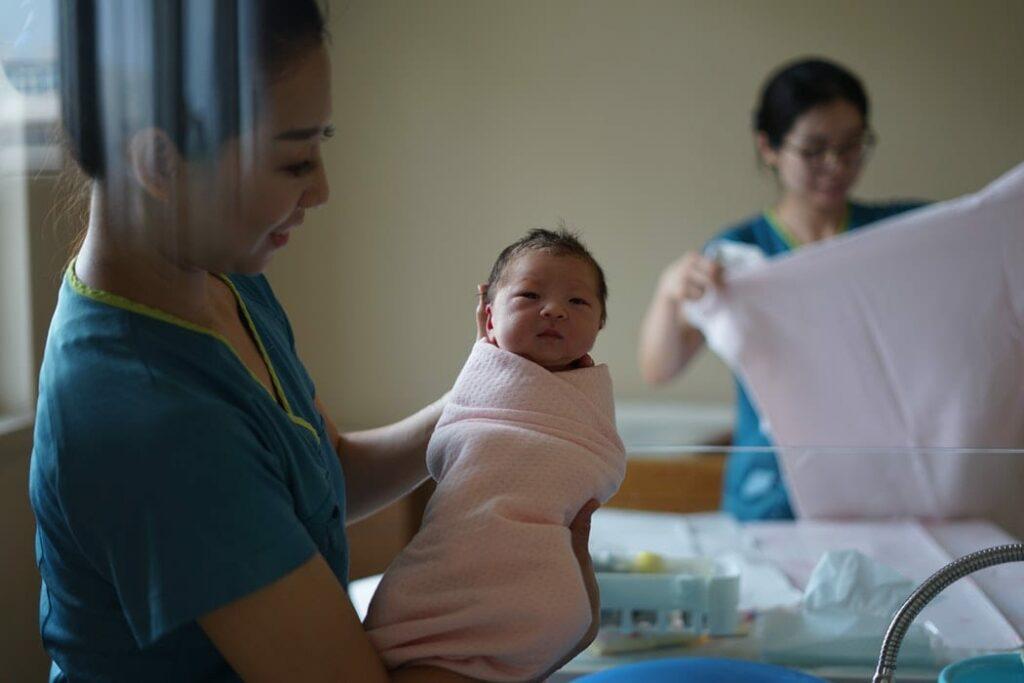 recuperação pós-parto cesariana - Foto: Wang Dongxu (Unsplash)