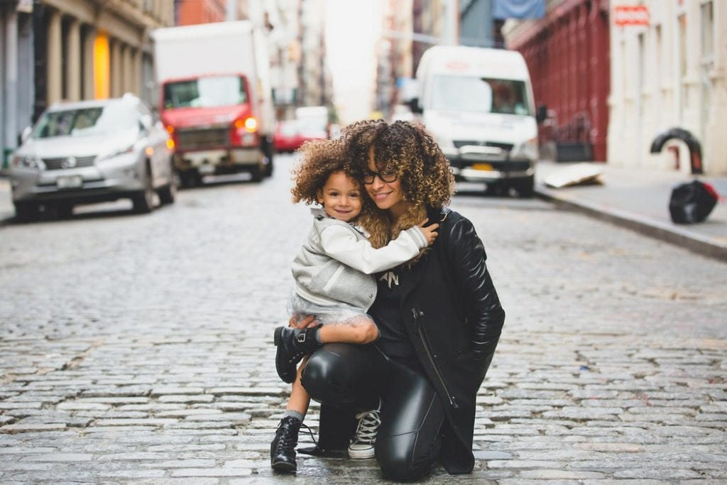 como acalmar as crianças depois de uma zanga com os pais - Foto: Sai de Silva (Unsplash)