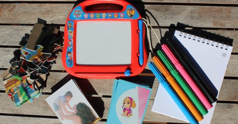 Kit Restaurante: 5 coisas essenciais para entreter os miúdos