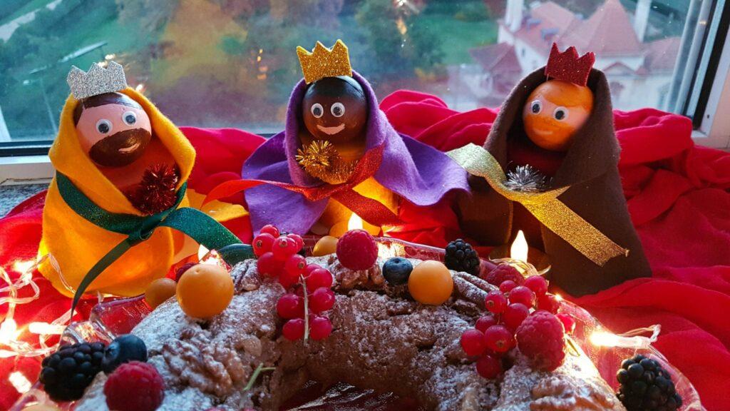 bolo rei de iogurte e reis magos - decorações de Natal recicladas