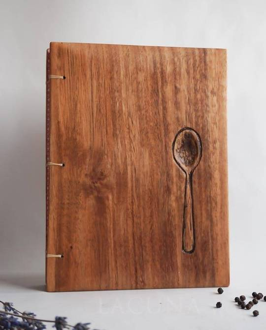 livro de receitas de madeira