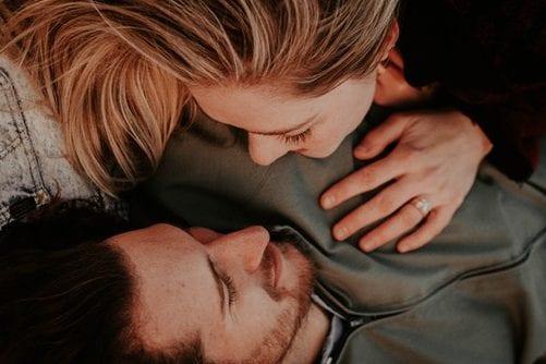sexo pós-parto - foto de um casal - Foto Unsplash