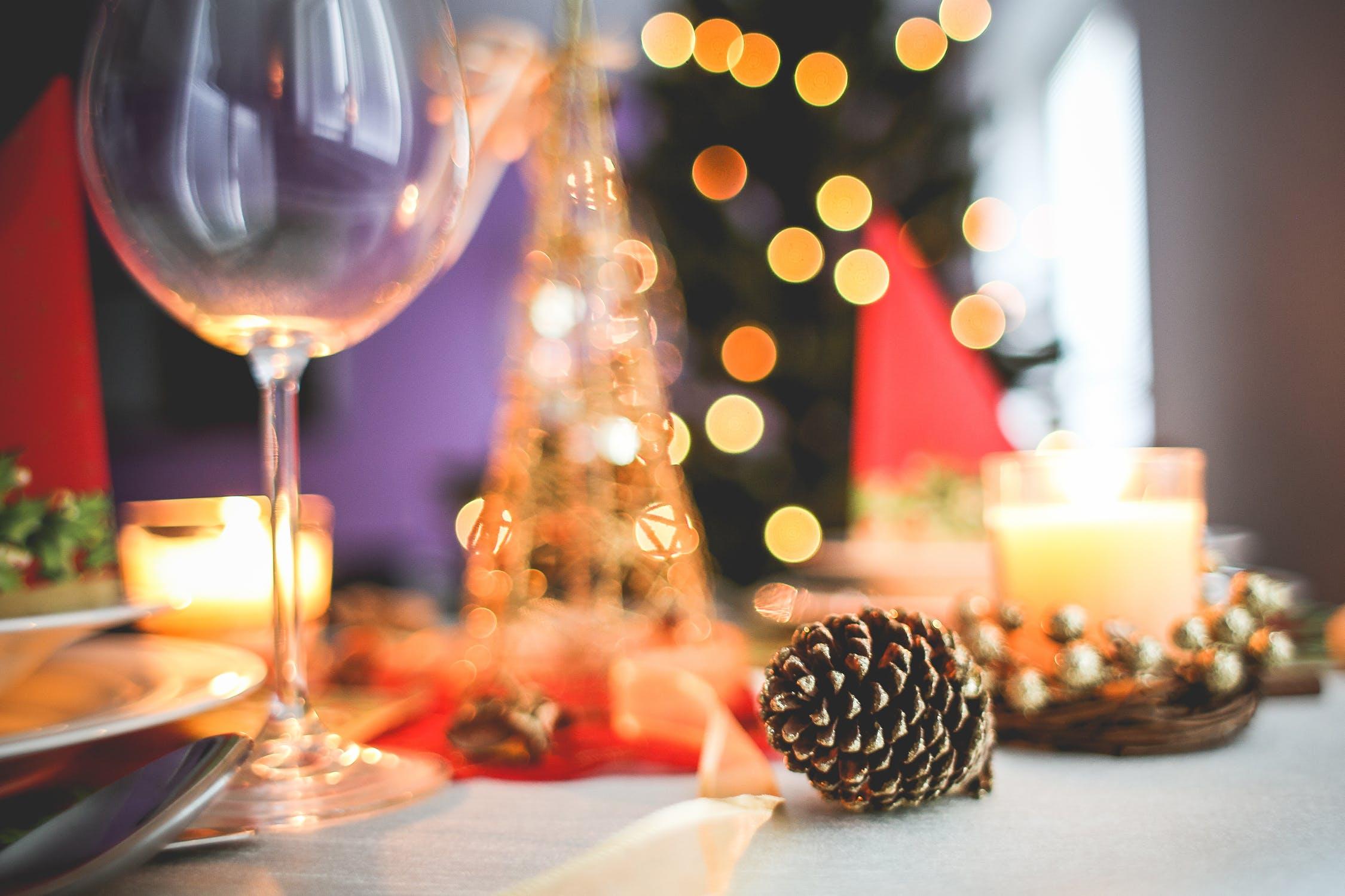 tradições de natal em portugal - foto pexels - capa - mesa