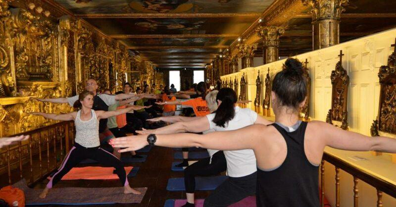 Yoga no Museu