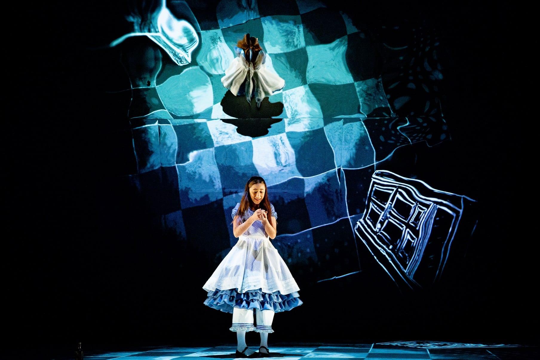 Alice Nos Pais Das Maravilhas Filme Online alice no país das maravilhas no teatro nacional de são joão