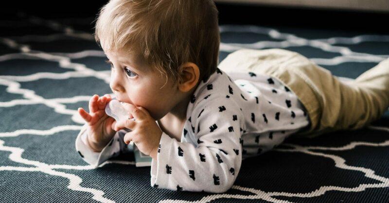 Como será que os bebés de seis meses compreendem as palavras?