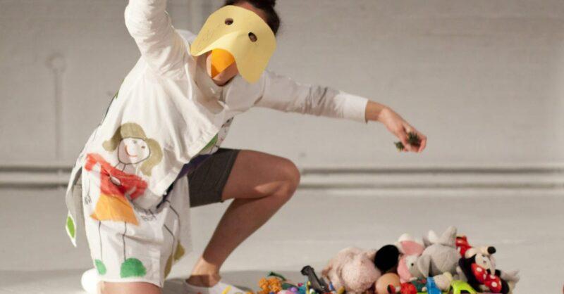 Performance com Luisa Amorim – Em Queda Livre