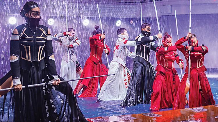 hiro-aquatheatre-symphony-performers-rain