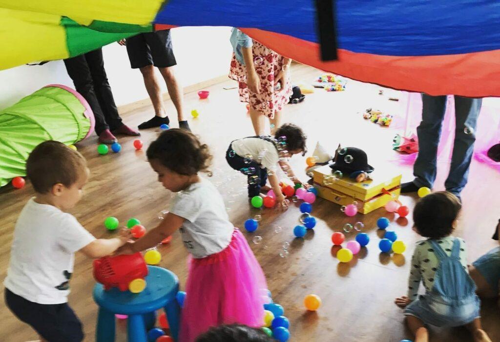 Os melhores espaços de socialização para bebés, mães e pais