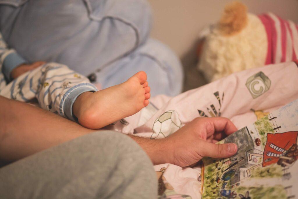 Bebé com livro