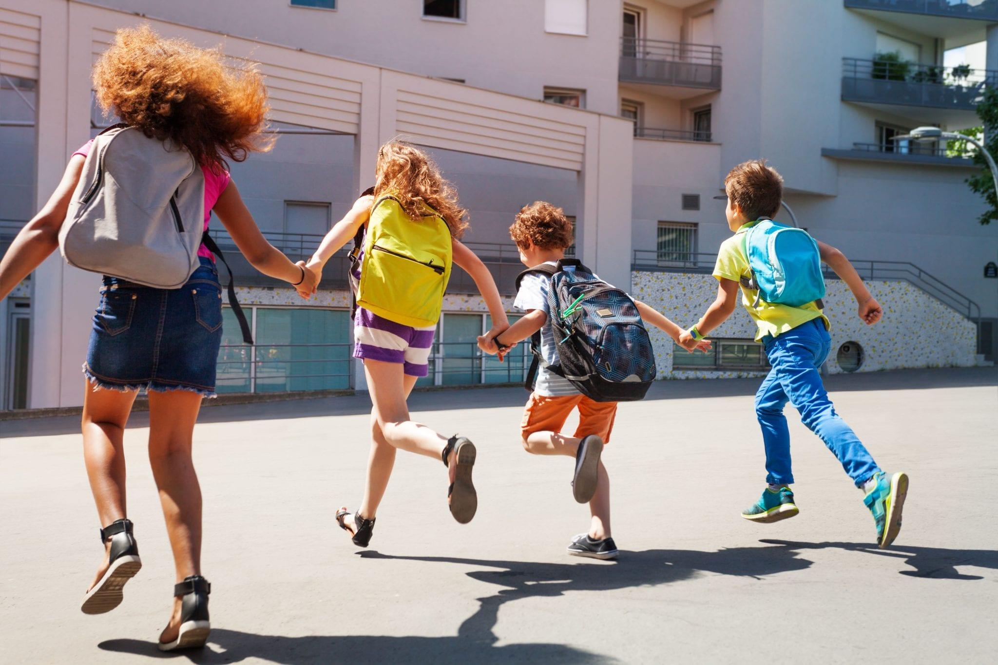 Crianças a correr