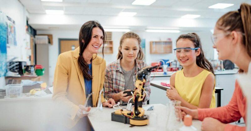 Meninas na tecnologia: quais os benefícios e como incentivar?