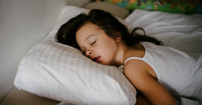 Até quando devem as crianças dormir a sesta?