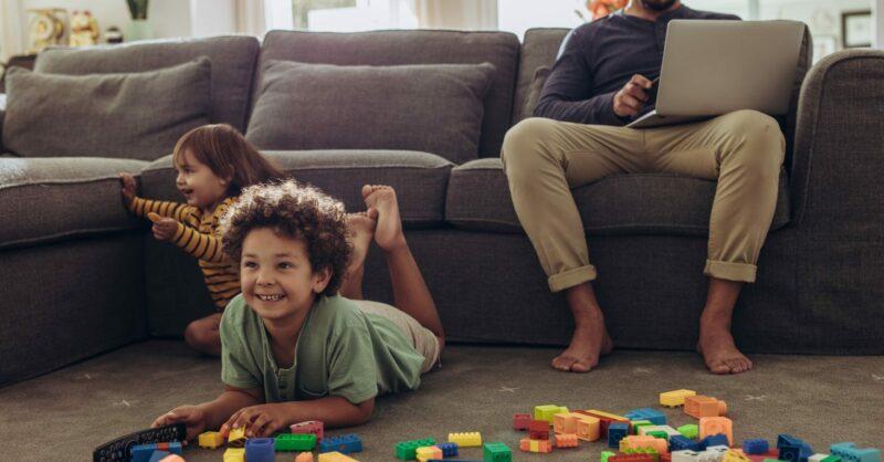 Como sobreviver em casa (em teletrabalho!) com crianças pequenas