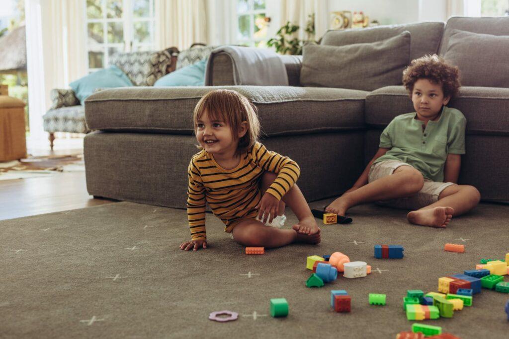 crianças a brincar utilização ecrãs