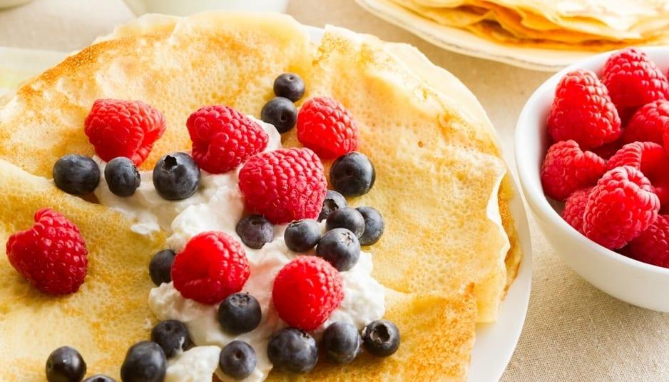 Crepes com Iogurte e Frutas