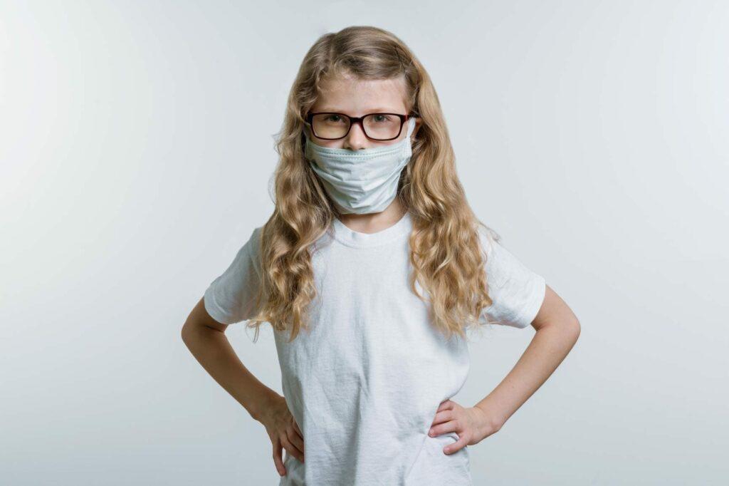 Máscaras de proteção COVID-19 crianças e uso de máscara