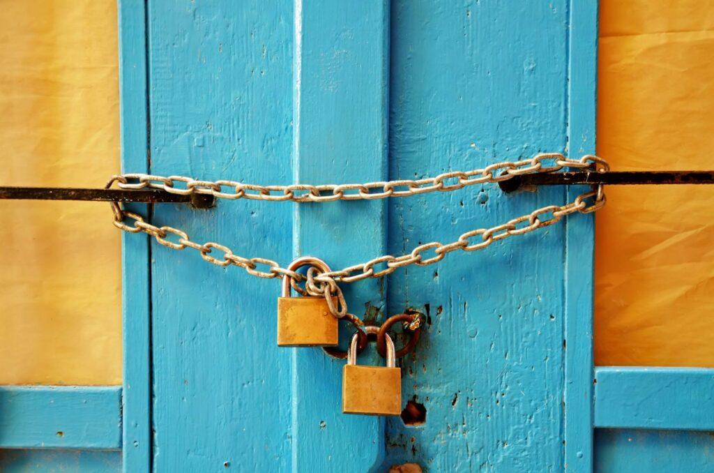 Ideias para escape room em casa porta trancada