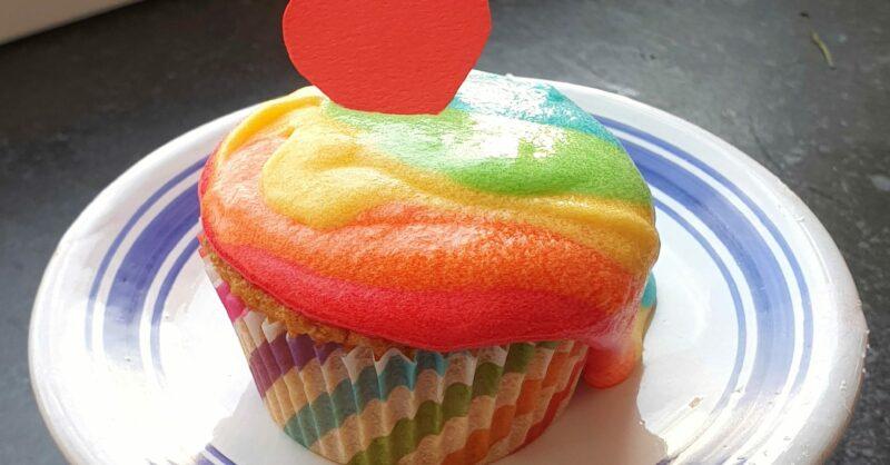 capa cupcake arco iris