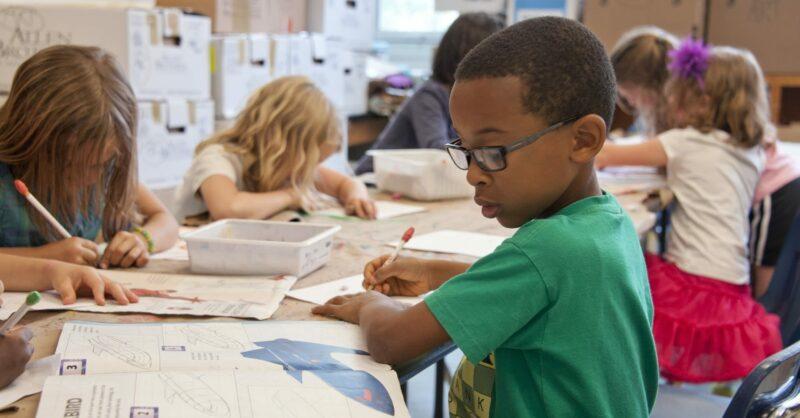 Transformar o primeiro dia de aulas em memórias coloridas