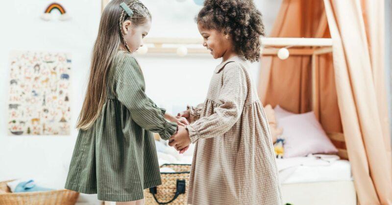 As crianças e as amizades: um guia para decifrá-las (e para nos acalmarmos)