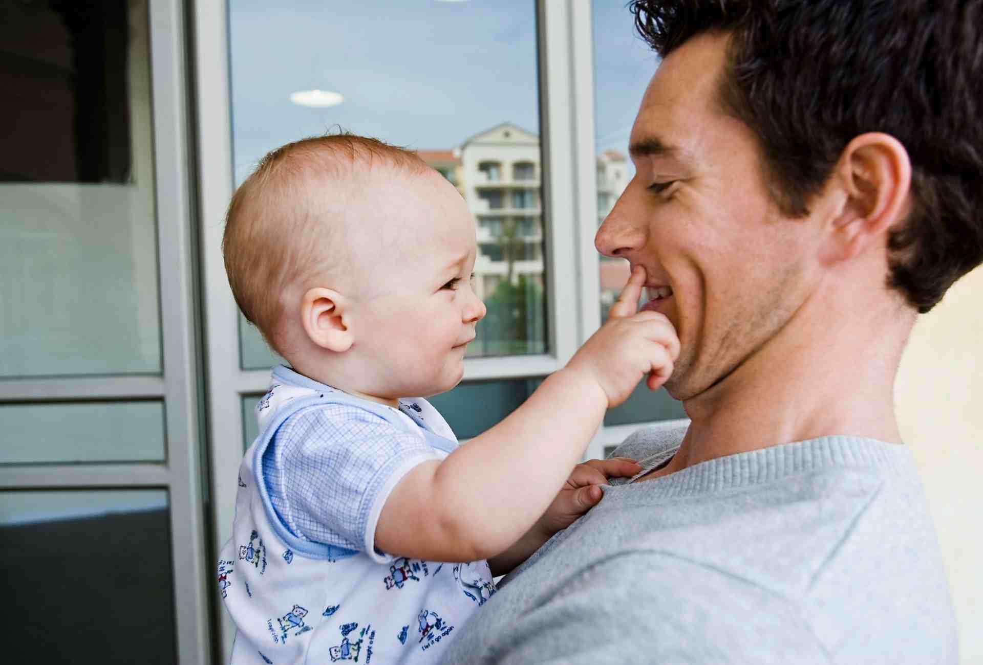 linguagem gestual para bebés