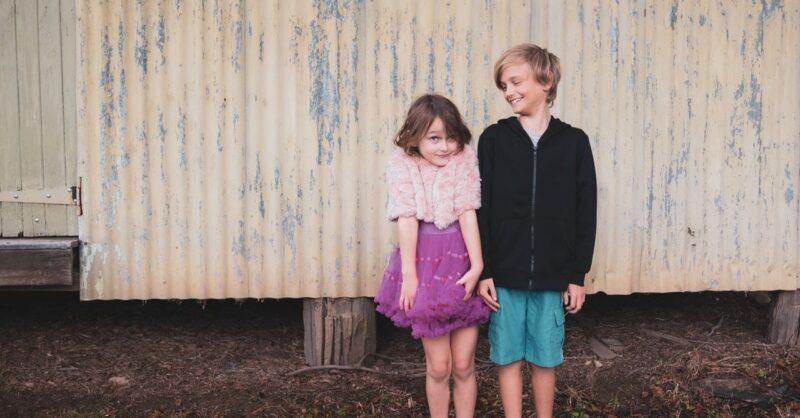 As crianças não namoram: o perigo da hipersexualização infantil