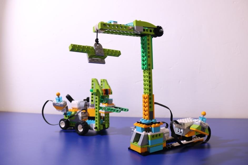 Oficina dos Robôs – Gruas e empilhadoras robotizadas
