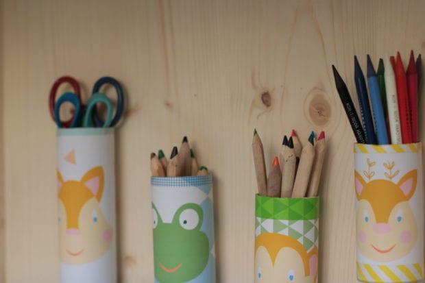 Suporte para material escolar e artístico: um DIY amoroso em casa!